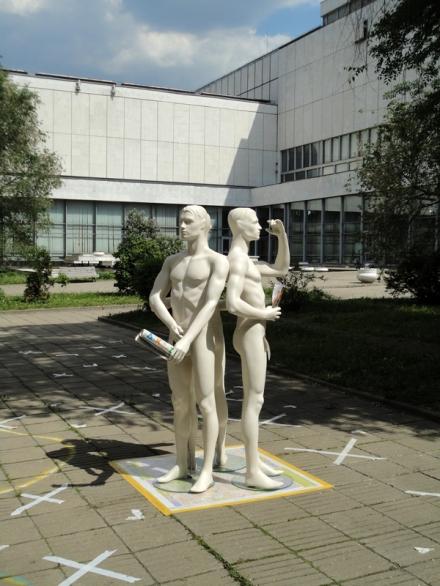 дизайн Михаил Топоров архитектор Макет модель лавка ЦДХ АрхМосква биеннале концепция 3 три грации внутренний двор